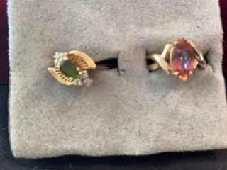2 GOlD BANDS WITH DAZZlING GREEN AND PINKS