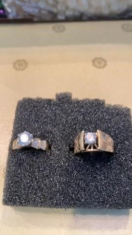 2 GOlD BANDS WITH DIAMOND lIKE SOlITARY STONES
