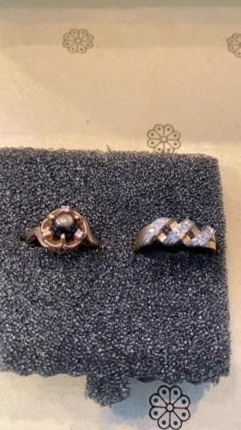 GOlD BAND RINGS 1 HAS BROWNISH STONE AND 1 HAS