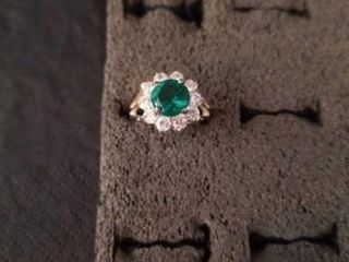 EMERAlD AND DIAMOND STERlING SIlVER RING SIZE 6