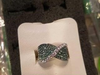 STERlING SIlVER GREEN AND WHITE DIAMONDS SIZE 6