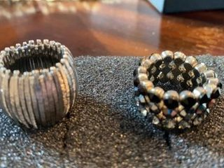 2 EXPANDABlE RINGS BlACK JEWElS AND SIlVER