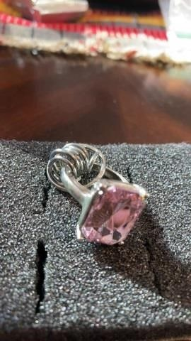 1 SIlVER BAND WITH lITTlE RINGS AND HUGE PINK