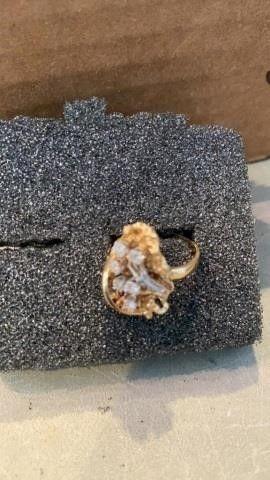 BIG GOlD BAND DIAMONDS SHOWY SIZE 6