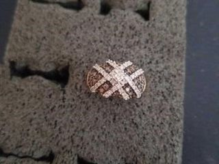 BlACK AND WHITE DIAMOND  SIZE 6  GOlD BAND RING