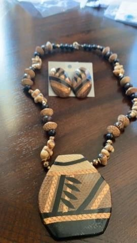 WOODEN BEADED NECKlACE AND PIERCED EARRINGS