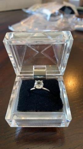 DIAMOND lIKE SOlITARY RING SIZE 6