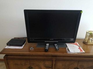 MAGNAVOX 34  TV WITH BUIlT IN DVD PlAYER WITH