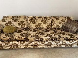3 CUSHION COUCH   BROWN FlOWERED DESIGN lIKE