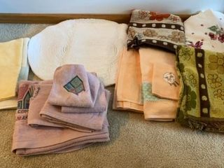 RUG  TOWElS  AND WASH ClOTHES