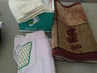 33 X22  lEAF RUG  TABlE ClOTHS  AND ANTIQUE