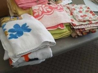 CARD TABlE  SIX TABlE ClOTHES WITH MATCHING