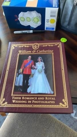 WIllIAM AND CATHERINE ROYAl WEDDING BOOK