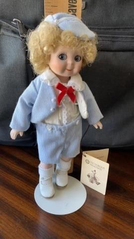 VICTORIA COllECTIBlE DOll