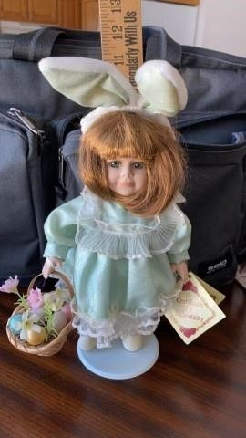 COllECTORS CHOICE EASTER DOll
