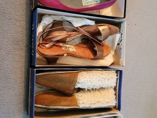 lot of 4 Womans Heels and Moccasins Size 8 5