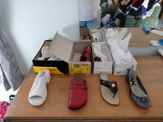 lot O3 4 Assorted Womens Shoes Sizes 7 9