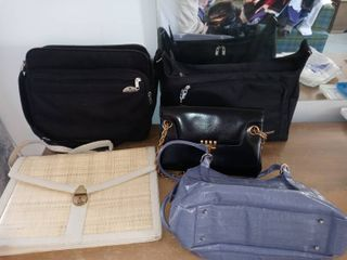 lot Of 5 Assorted Bags 2 Black Travel And 3 Purse s