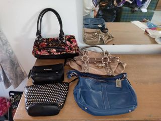 lot Of 5 Assorted Womens Purses In Different Sizes