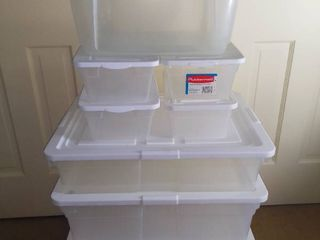 lot of Rubbermaid Plastic Containers with lids
