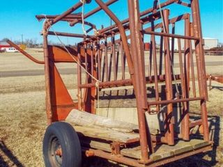 8  Squeeze Chute w  wood sides