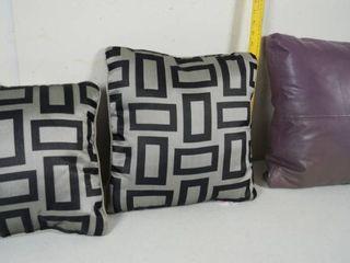 lot of 3 Decorative Pillows