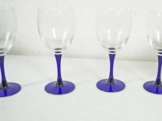 lot of 4 Blue Footed Wine Glasses   Emeraude luminacrc