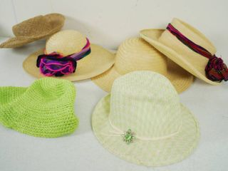 lot of 6 Women s Hats  See Photos