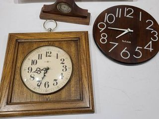 Assorted wooden wall and desk clocks