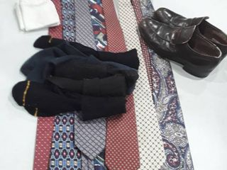 lot of men s items  5 pr  socks 2 handkerchiefs 8 ties and a pr of dress shoes size 6