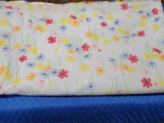 Queen sized floral print comforter