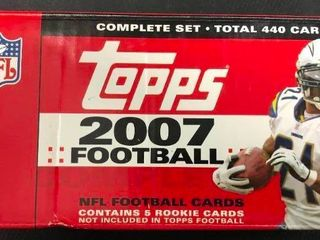 Complete 2007 Topps Football Trading Card Set with Adrian Peterson   Calvin Johnson Rookie Cards