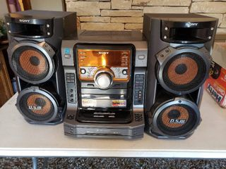 Nice Sony Boombox Stereo System 5 Disc Changer   Model lBT ZX 6