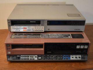 lot of 2 Sony Betamax Players   Model     Sl 2500   Sl HFT7