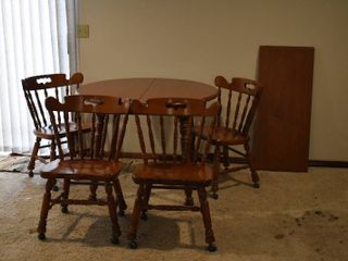 Wooden Table With Removable leaf   4 Chairs on Casters   40  W x 30  T