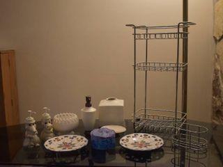 lot of 11 Assorted Bathroom Decor Items