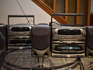 Set of 2 Koss Stereos   Model     HG835