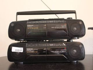 Set of 2 Emerson Stereos   Model     AC2350