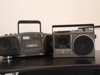 lot of 2 GE Stereos   Model     3 5233B   Unknown