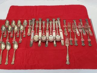 31 piece Set of 1847 Rogers Bros  XS Triple Silverplated Silverware   Grapevine Pattern w Fold up Storage Case