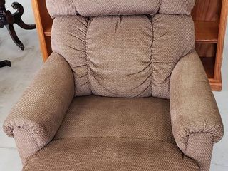 lazyBoy Brown Upholstered Recliner   20 in  seat