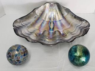 Iridescent Sea Shell w 2 Decorative Spheres