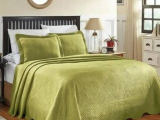 Superior Designer Celtic Circles Scalloped Bedspread  Retail 82 20
