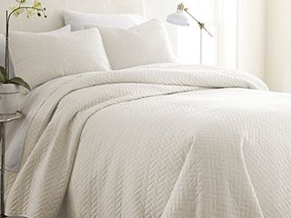 ienjoy Home Herring Patterned Quilted Coverlet Set  Queen  Ivory