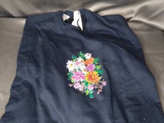 NAVY BlUE MODIFIED SNAP BACK FlORAl SWEATSHIRT SIZE M