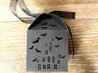 50pcs Bat Hollowed out Design Wedding Favors Candy Boxes Halloween Party Gift Favor Treat Candy Paper Boxes  Black