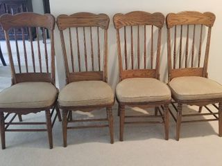 Set of 4 Virginia House oak chairs 45   tall