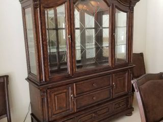 Hutch lighted with glass shelves 87 x 69 x 18