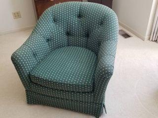 Green barrel chair 28 x 34
