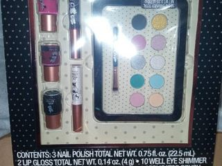 Disney Minnie Mouse Eye  lip   nail gift set